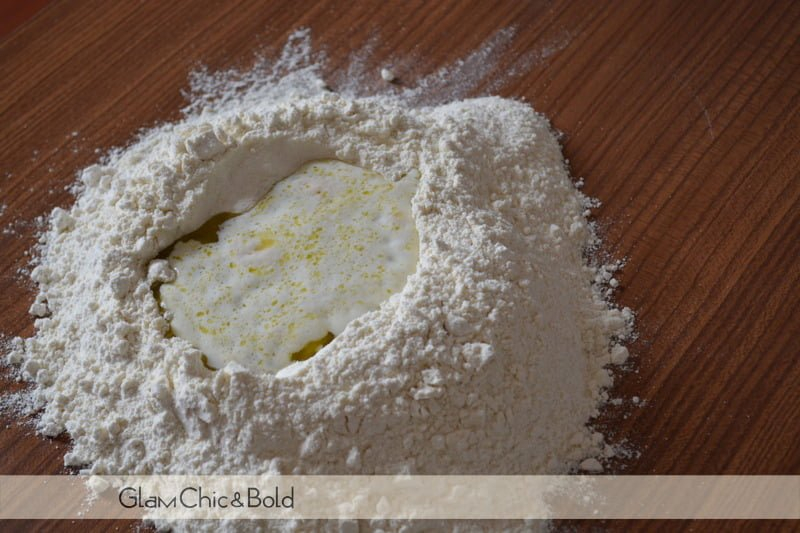 Ricette Pasqua - aggiungere olio e latte con lievito