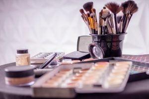 rimuovere make up con acqua micellare